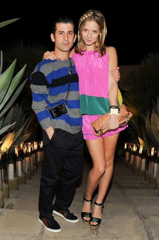 La it-girl, Annabelle Dexter Jones dans les bras de son fiancé, André.