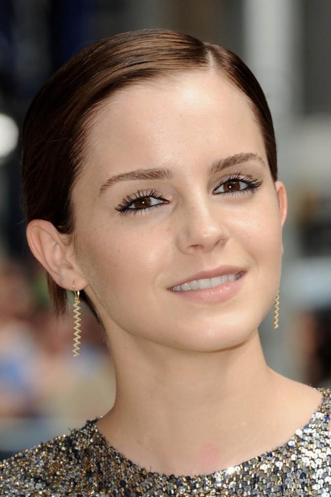 Du khôl et une bouche nude, le maquillage plébiscité par Emma Watson