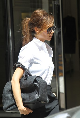 Victoria a une grande collection de sacs XXL.
