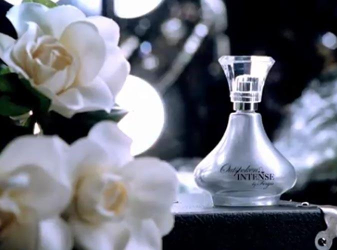 Son parfum près d'elle