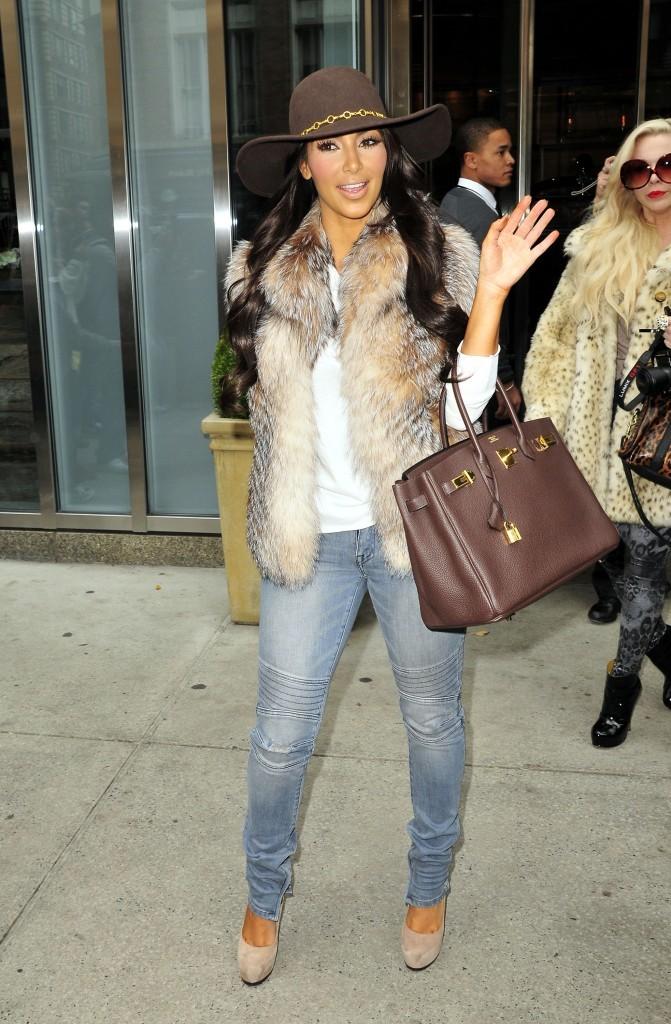 2011: Kim sortant de son hôtel à New York !