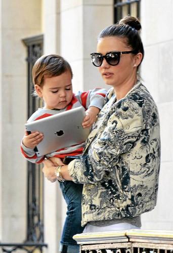 Comme Miranda Kerr, mettez-vous aux nouveaux smartphones et dernières tablettes in !