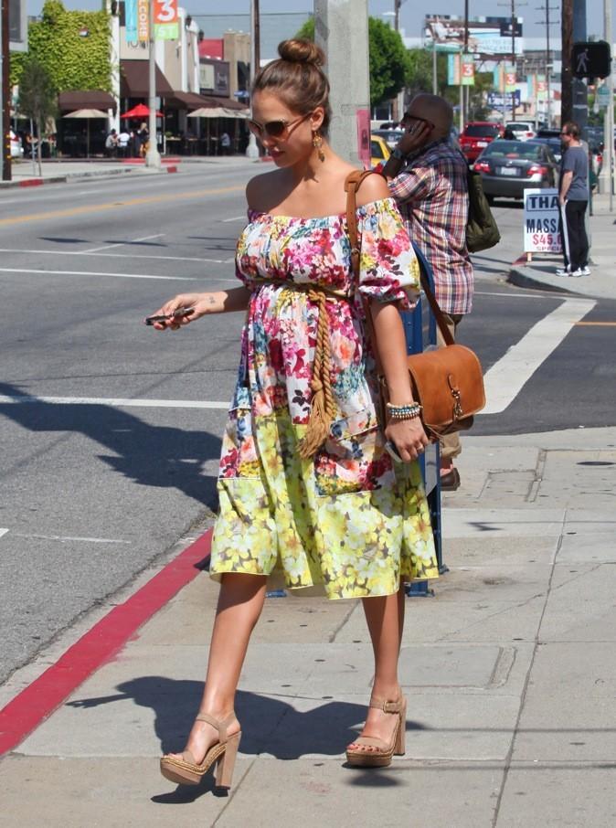 La jolie Jessica Alba en sortie shopping !
