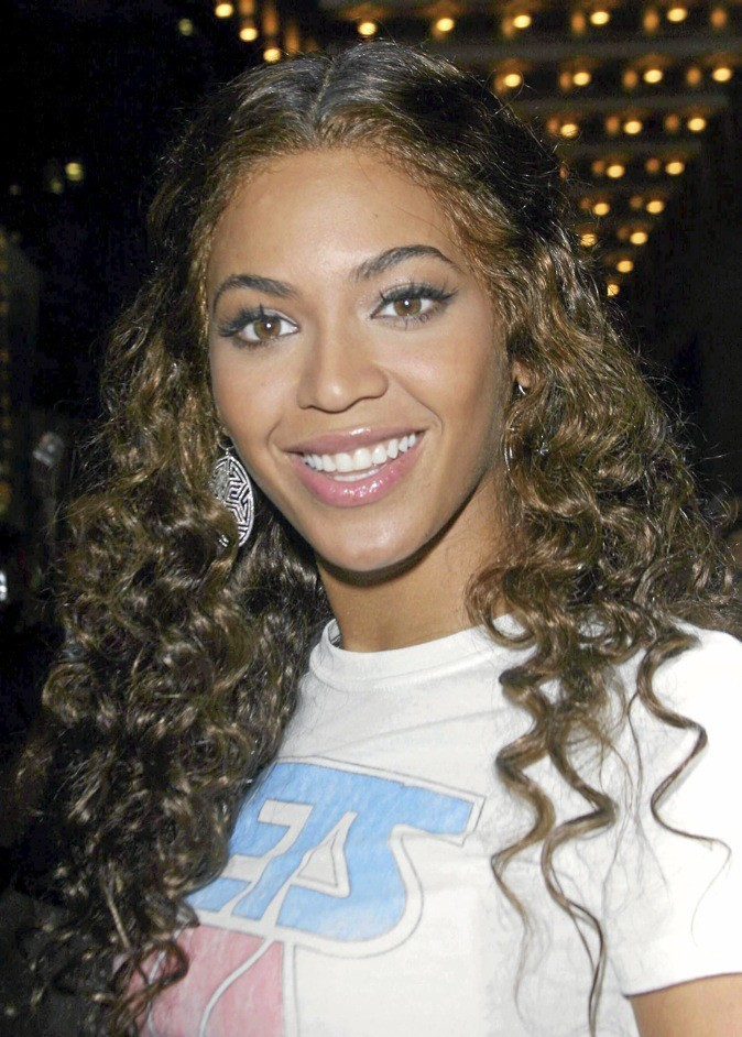 Beyoncé, au naturel, cheveux bouclés et lumineux !