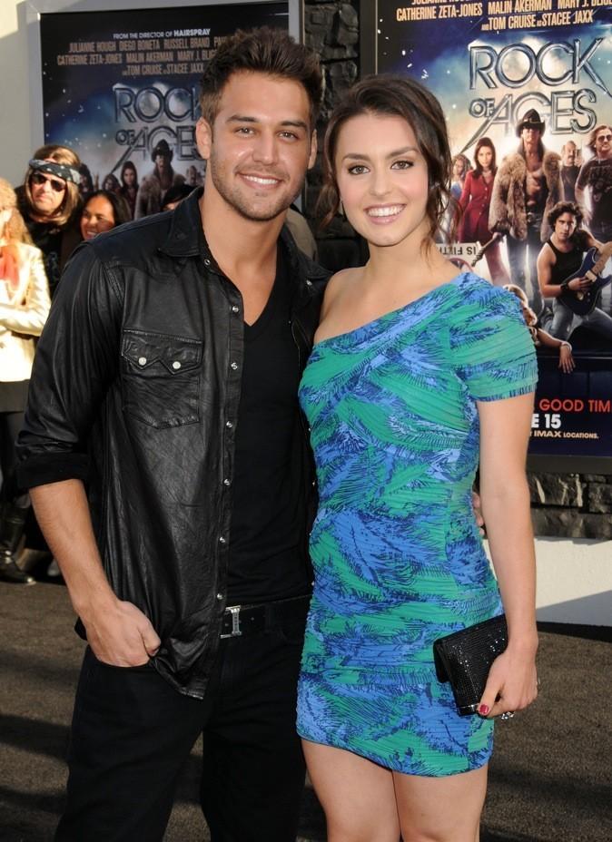Elle pose avec l'acteur principal de Sexy Dance 4, Ryan Guzman !