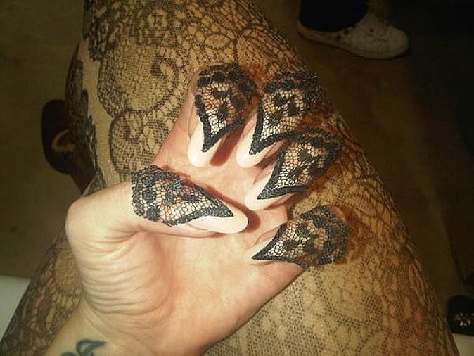 Les ongles en dentelle, une grande première !