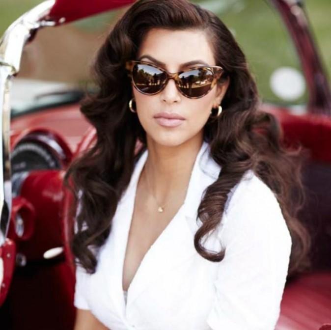 Kim Kardashian pour la campagne de son nouveau parfum True Reflexion