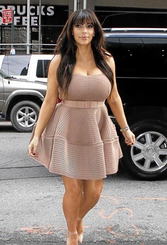 Lanvin en vain :  Cette magnifque robe nude aurait été parfaite si elle ne l'avait pas transformée en Paris-Brest !