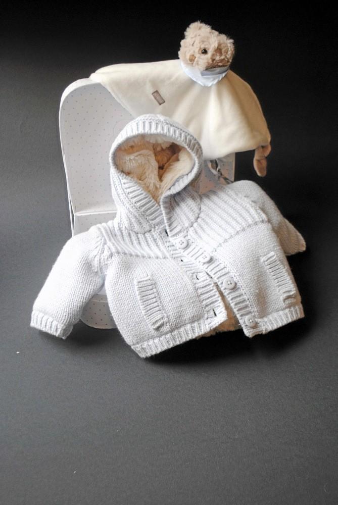 """Doudou , Z-enfant 9,99 / Manteau en tricot """"premiers jours"""", Absorba 39,90 €"""