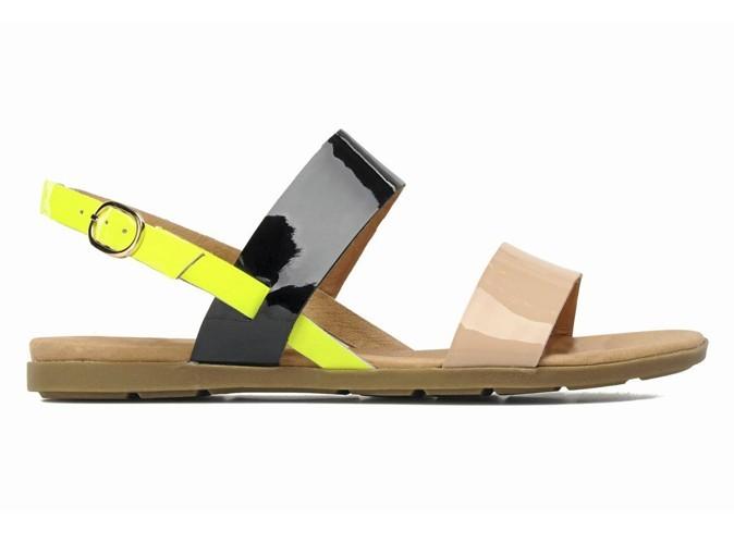 Sandales plates en cuir, Ravel sur asos.com, 45,96 €.