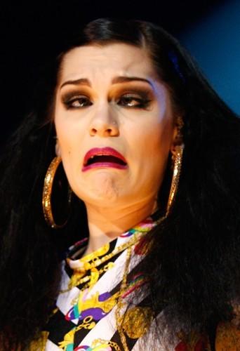 Jessie J, sa spécialité ? Loucher !