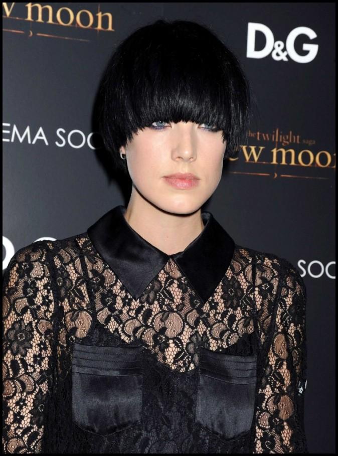 2011 : le mannequin Agyness Deyn a opté pour la coupe au bol version noir corbeau