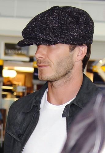 Le béret n'a jamais été aussi sexy que sur la tête de David Beckham !