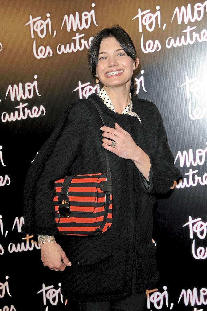 Look de star : Delphine Chanéac porte le sac Sonia Rykiel
