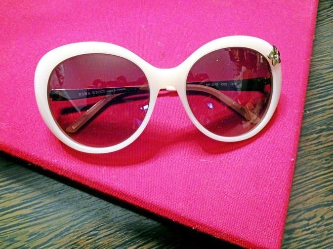 Lunettes Eyewear, détail fl eur, Nina Ricci 227 €