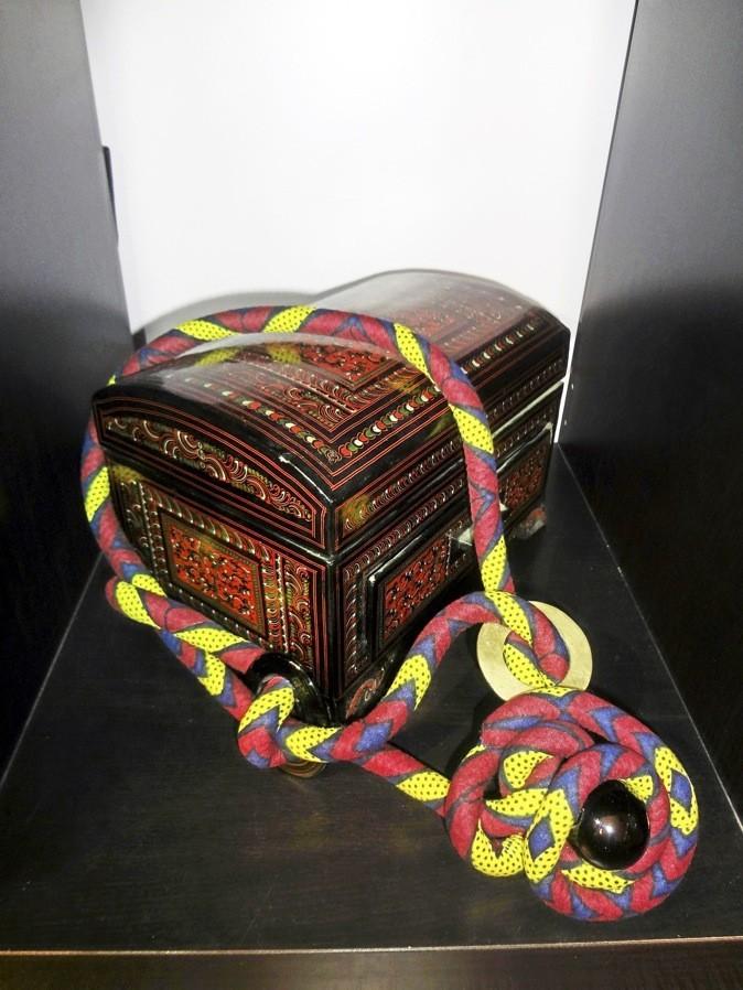 Collier en wax, Toubab Paris. 220€