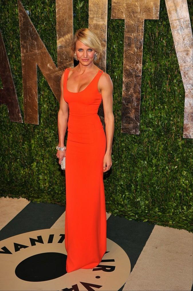 Cameron Diaz dans une tenue orange flashy de la marque Victoria Beckham
