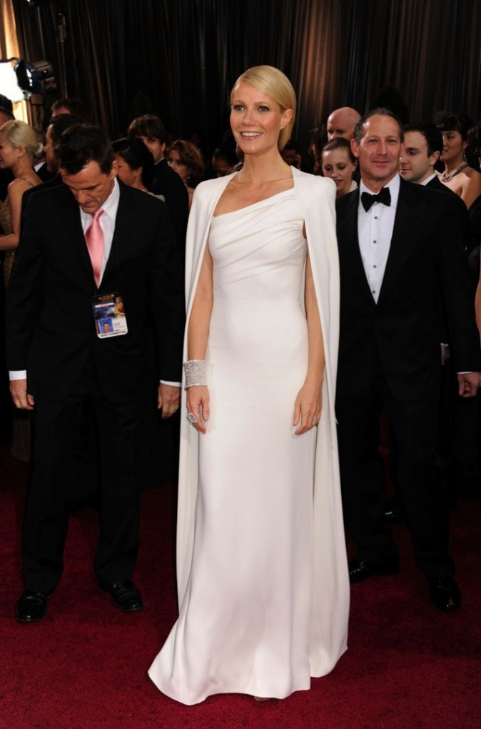 Gwyneth Paltrow en 2011 dans une robe en lamé blanc de la collection Calvin Klein
