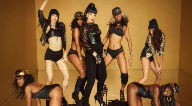 Découvrez la mode SM, la nouvelle tendance chez les stars !