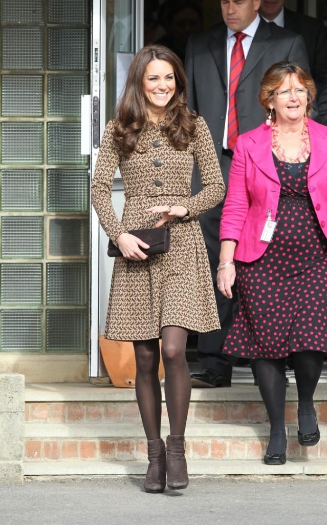 """Kate Middleton à l'école primaire de """"Rose Hill"""" !"""