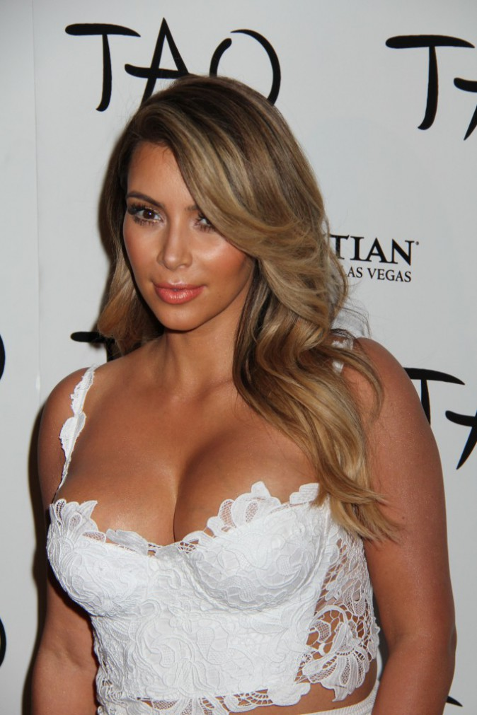 Kim Kardashian : Sa fashion fixette ? Le crop top !