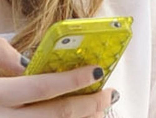 Mias à qui est cet iPhone?