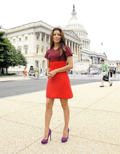 Eva Longoria : On passe au rouge ! Pour égayer un moral ou un teint en berne, on use de grands moyens... sans modération.