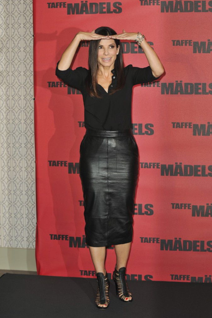 Sandra Bullock et sa blouse Michael Kors