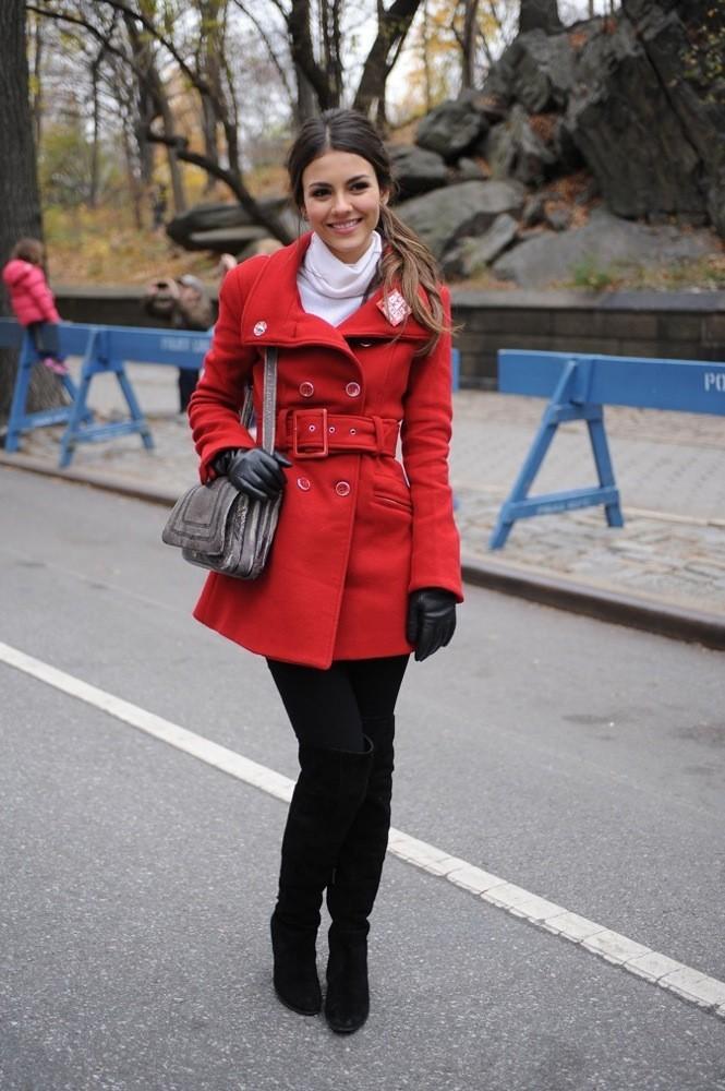 Victoria Justice dans un look très élégant