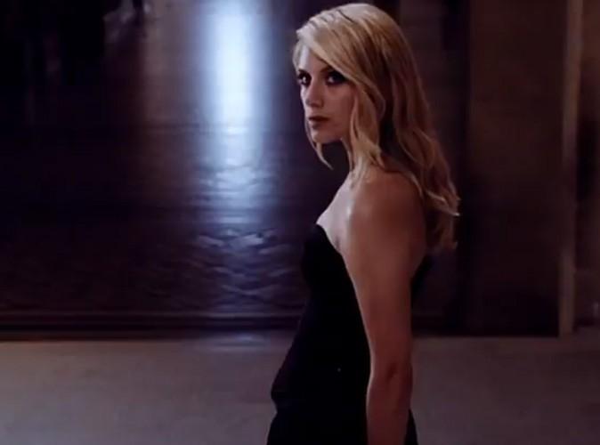 Magnifique dans sa robe noire haute couture !