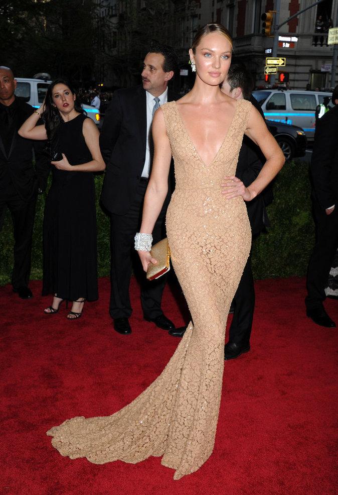 Candice Swanepoel lors du Met Gala 2015