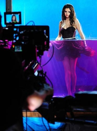 Aidez Selena Gomez à créer son parfum !