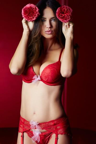 Adriana Lima avec push up pour Victoria's Secret !