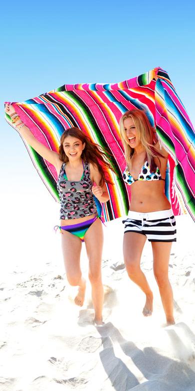 Ashley Tisdale et Sarah Hyland pour la collection printemps-été 2012 d'Op