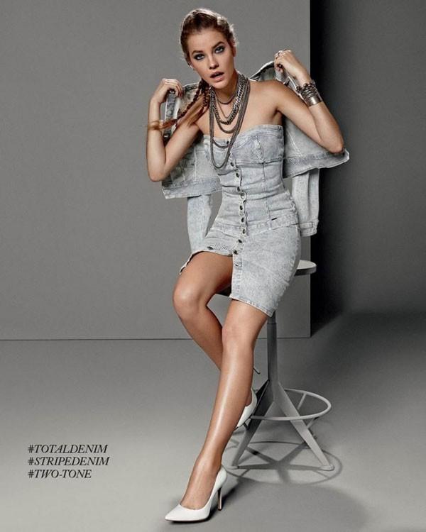 La robe bustier en denim revient à la mode !
