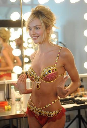 """Candice Swanepoel et le """"Fantasy Bra"""" Victoria's Secret à 10 millions de dollars !"""