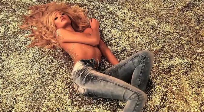 Candice Swanepoel pour la collection automne-hiver 2012 de Colcci Jeans