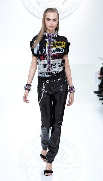 Cara Delevingne au défilé Versace - Automne-hiver 2013/14