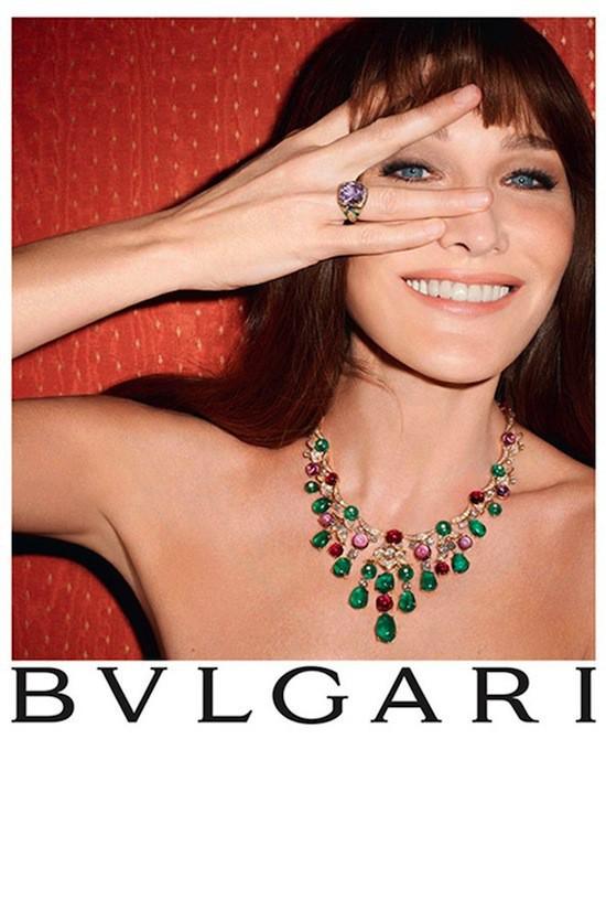Mode : Carla Bruni-Sarkozy réalise son rêve de petite fille en incarnant le charme à l'italienne pour Bulgari !