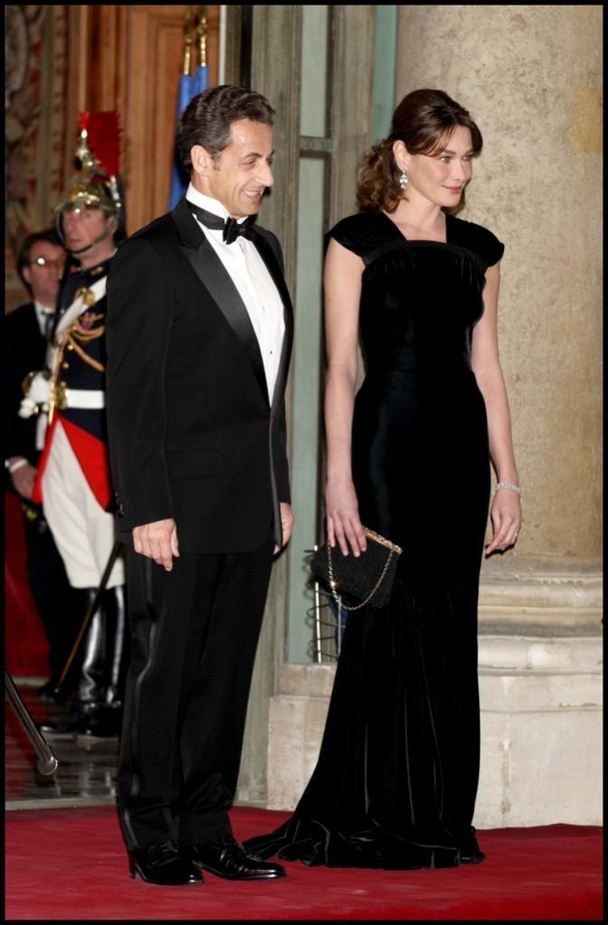Mars 2009 : Carla Bruni-Sarkozy en robe de soirée noire
