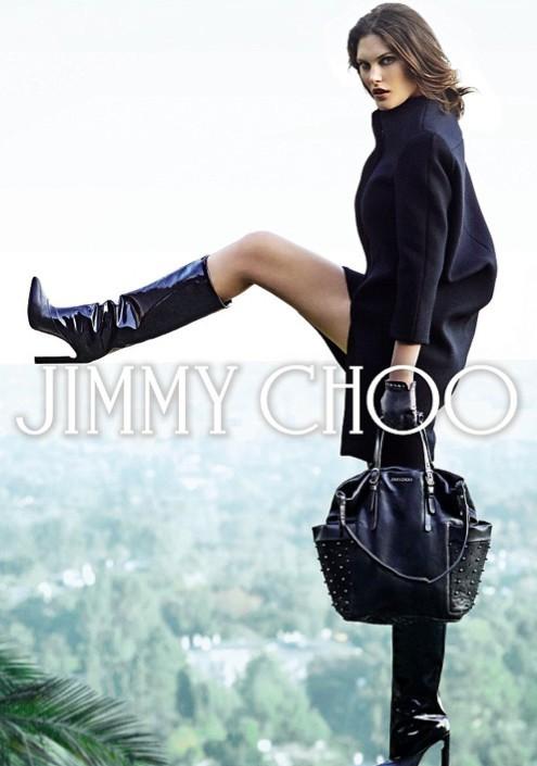 Catherine McNeil est la nouvelle égérie Jimmy Choo qui remplace Nicole Kidman.