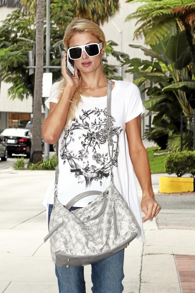 Paris Hilton est une adepte des t-shirts imprimés !