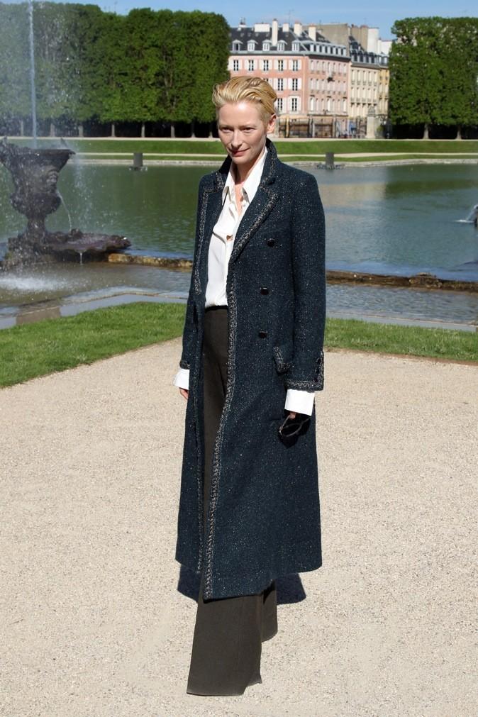 Tilda Swinton au défilé Chanel Croisière 2013