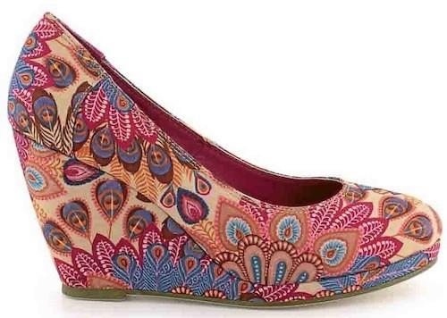 Tropiques : Sandales compensées esprit Bolywood, la Halle aux Chaussures. 39,99 euros