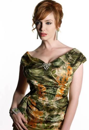 Christina Hendricks porte des costumes trop petits pour elle dans Mad Men !