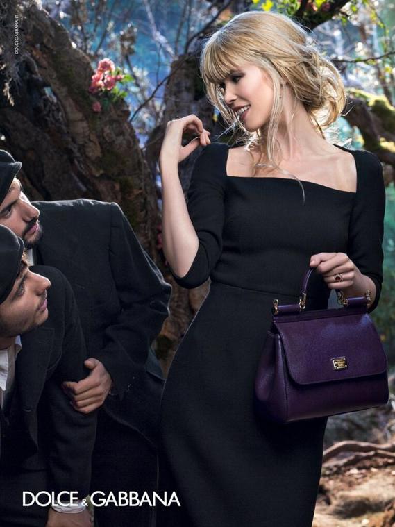 Mode : Claudia Schiffer dans toute sa blondeur pour Dolce & Gabbana !