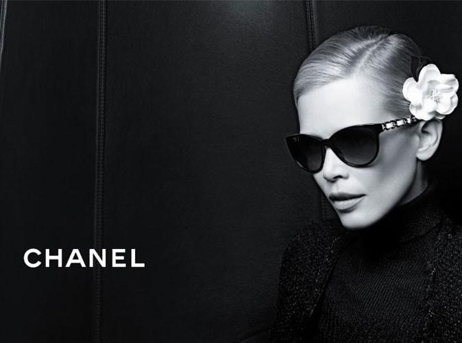 """Claudia Schiffer représente les lunettes """"Prestige"""" de Chanel !"""