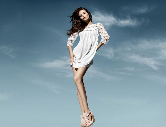 Mode : une robe blanche avec de la broderie anglaise H&M Conscious