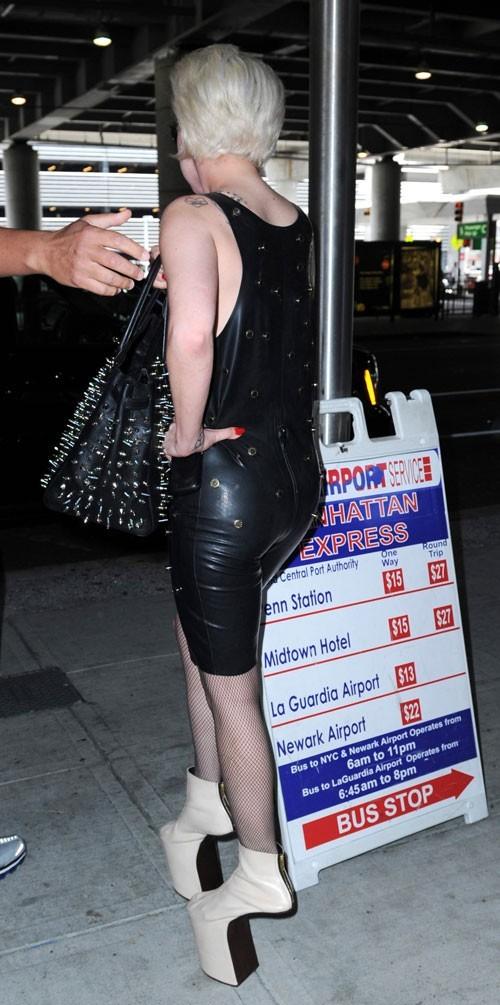 Lady Gaga : Son styliste, Nicola Formichetti, est passé par là !