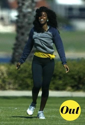 Quand Kelly fait du sport le style lui importe peu, regardez son sourire !